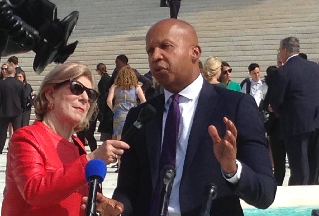 Bryan Stevenson, executive director of the Equal Justice Initiative and lead counsel for Vernon Madison, being interviewed by NPR legal correspondent Nina Totenberg outside the Supreme Court following oral argument in Madison v. Dunn on October 2, 2018. (DPIC photo by Robert Dunham)
