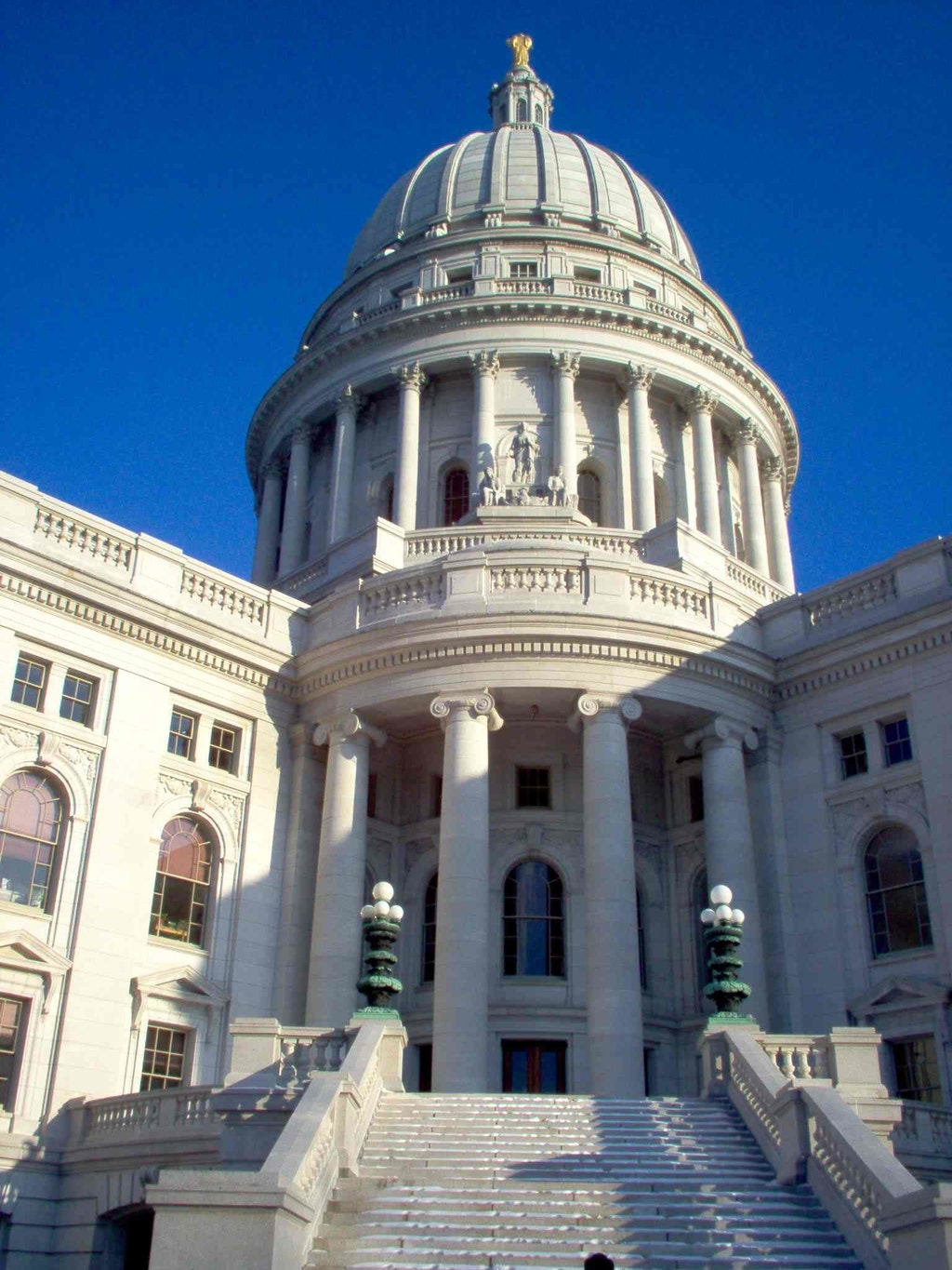 Wisconsin State Capitol, Madison.  Photo by marykane, via photobucket.